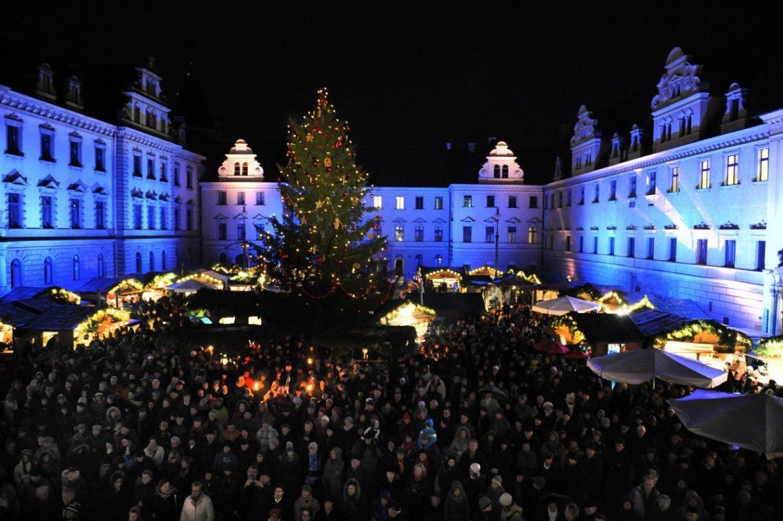 Romantischer Weihnachtsmarkt_Schlossinnenhof